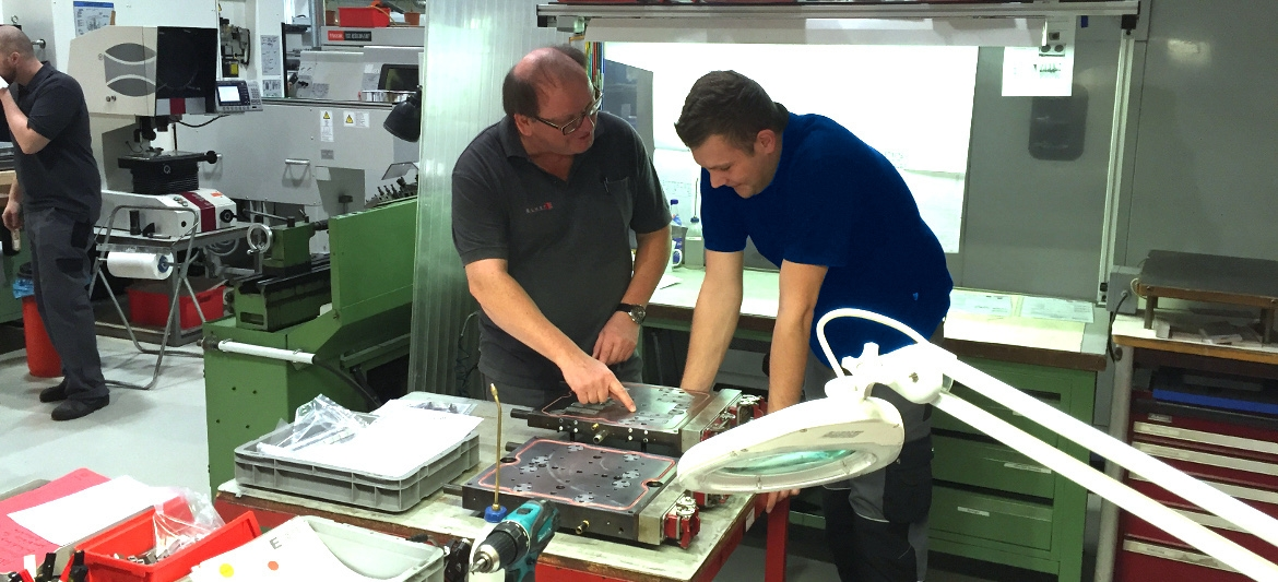 Worldwide training of our LSR manufacturing plants! - Elmet